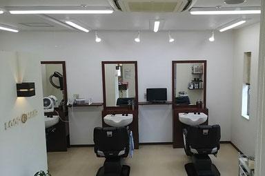 2度も照明改装を行ってもお困りの理容室  ⇒性能の異なるLED照明に替え、美容のお客様用にスポットライトを添えてアップグレード