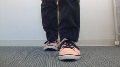 肩コリと足の向き
