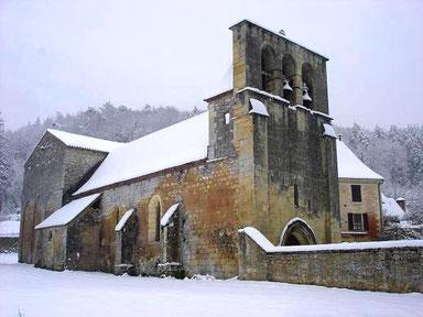 eglise de campagne sous la neige