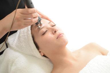 EMS3Dストレッチ,前頭筋へのアプローチ,ヘッドマッサージ効果,豊かな表情を司る,額の横ジワやスッキリとした眉ラインに効果的,リラックス効果トリートメント,パールフェイスエステティックイリス