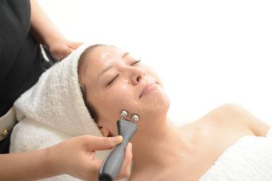 EMS3Dストレッチ,咬筋のストレッチと頬筋の施術,横顔フェイスラインがシャープ,頬のたるみをスッキリ, 若々しい輪郭,パールフェイスエステティックイリス