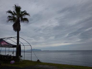 今日は小雨が降ったり止んだりと肌寒い一日でしたね。