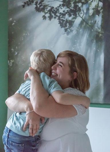 Familien Fotoshooting zu Hause - Mama und Sohn