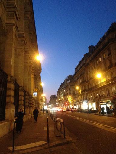 日が沈む瞬間のパリ市街