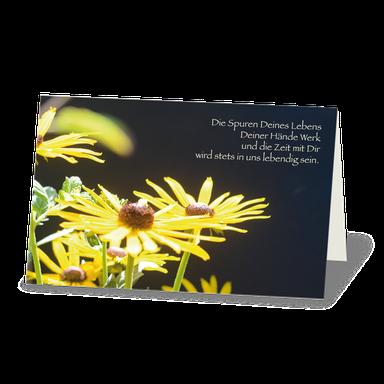 """Trauerkarte leuchender Sonnenhut vor dunkelm Hintergrund und Text:"""" Die Spuren deines Lebens ...""""."""