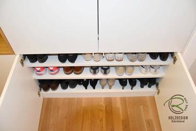 Einbauschrank Garderobe in weiß & Eiche furnierter Garderobennische mit integrierter Kleiderstange darunter Schuhschrank