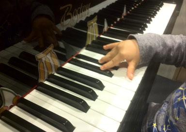 マンツーマンリトミック ピアノ 2才 どれみ音楽教室