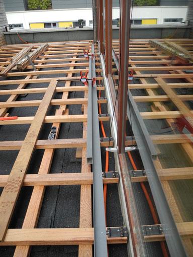 Unterkonstruktion: Kreuzlattung aus Hartholz
