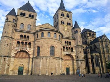 Imposant und sehr alt, der Dom von Trier.