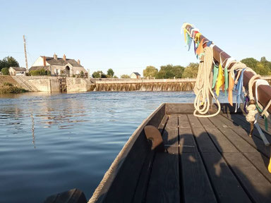 boat-ride-sailing-Cher-river-Loire-Valley-near-Tours