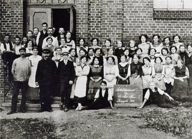 Das Arbeitspersonal von 1915  Quelle: Fundus von Michael Pfau