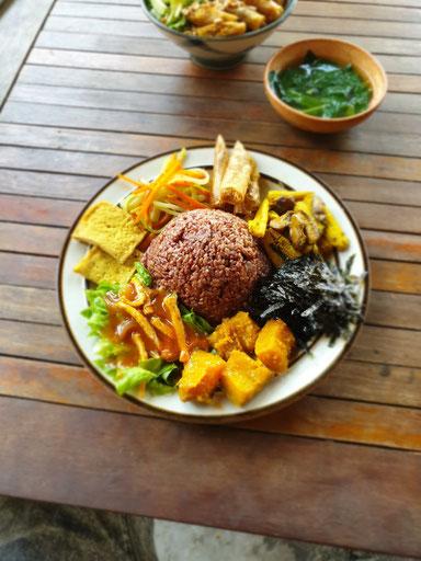 Erstes Essen in Da Nang beim Veganer Vegan Food in Vietnam