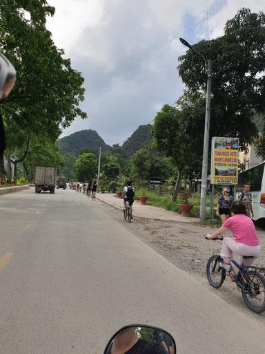 Auf dem Weg zur Bich Dong Pagoda