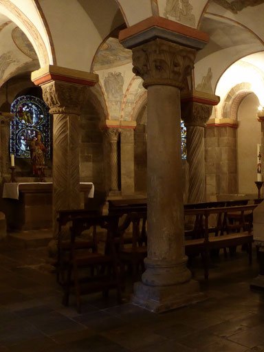 Het altaar in de crypte van de abdijkerk van Rolduc.