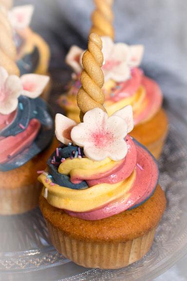 Cupcakes Regenbogen Einhorn Glitzer Blüten