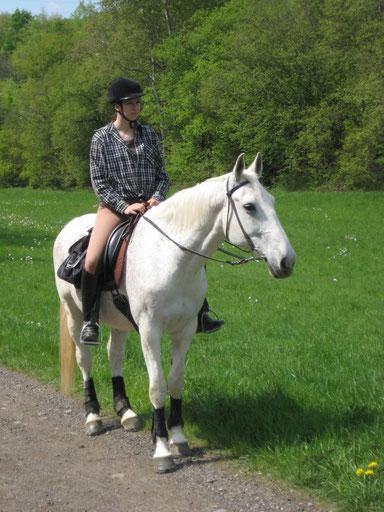 Antaris und ich auf einem Trainingsritt zum Löwenhof