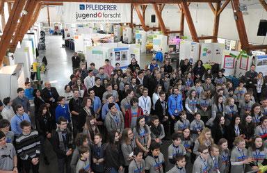 (Fotos: Eva-Maria Janka) Der Startschuss des 23. Regionalwettbewerbs Jugend forscht ist gefallen. Knapp 150 Jungforscher präsentieren zwei Tage ihre Projekte.