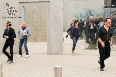 Remake de la sortie des usines Lumière avec Quentin Tarantino à droite - Festival Lumière - Lyon - Octobre 2013 - Photo © Anik COUBLE