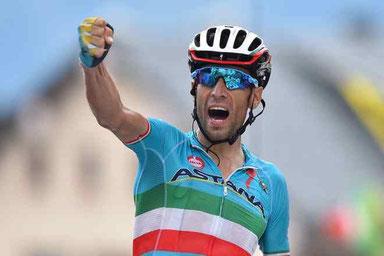 La bellissima vittoria con dedica di Vincenzo Nibali nella 19ª tappa Giro d'Italia (Pinerolo > Risoul)