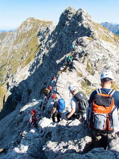 An sonnigen Wochenenden sieht der Hindelanger Klettersteig oft so aus.