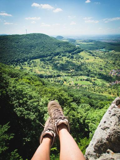 Aussicht genießen und Füße baumeln lassen