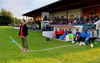 Rifat Sen (links) feierte sein Debüt als Cheftrainer des SVL
