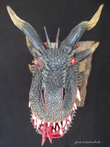 Drogon, ginas-pappmache.de, papermache, Drachenkopf, Dragon, Drachentrophäe