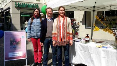 Ich mit meinen Kolleginnen Catherine Weitzdörfer und Monika Stangel vor unserem Info-Stand