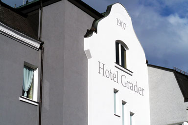 Hotel Grader: selbstgemachte Tonpuppen