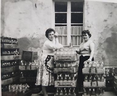 Getränke Straußberger, Sortieren der Flaschen