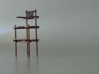 Miniatur Kinderstuhl, high chair Rietveldsammlung von Halil Hinz, selfmade Miniaturstuhl