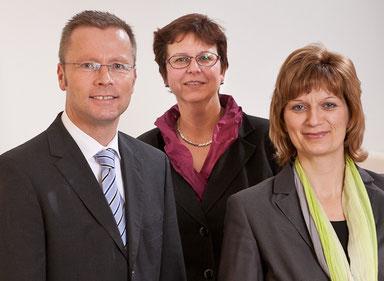 Die Mitarbeiter der Technischen Beratungsstelle (v.l.) Walter Felder, Beate Bliedtner und die Vorsitzende des Ausschusses Technik-Werkstoffe Anja Weigel