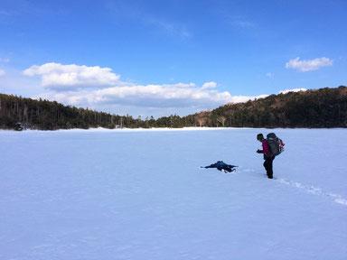 全面氷結した白駒池