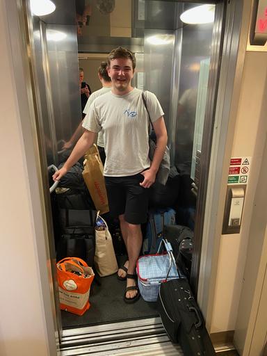 11 Monate und viel Gepäck später: Konrad auf dem Weg zurück nach Deutschland (Foto: Thorsten Sonnemann)