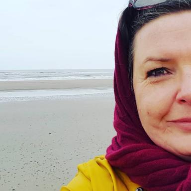 Cornelia Ahlers am Strand von Norderney