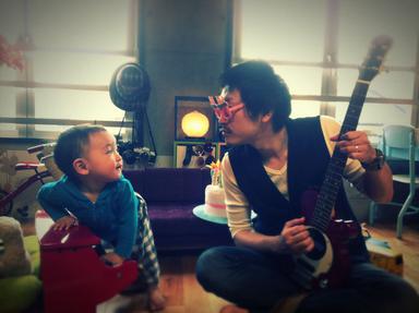 息子とセッション中の執筆者
