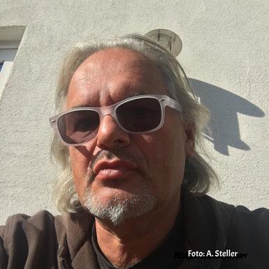 Axel mit Sonnenbrille