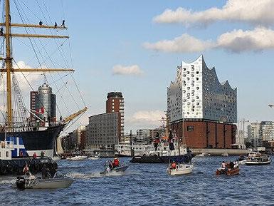 Hamburg by Rickshaw - HafenCity & Elbphilharmonie