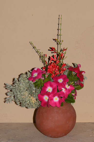 Front view of this week's Monday vase
