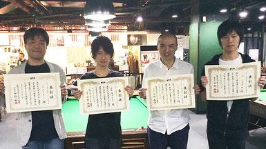 B級。左より、3位・丸山卓人(Mr. SPORTSMAN学芸大学)、優勝・渡邊智彦 (ステラ)、2位・藤郷正浩(CUE)、3位・上田哲太郎(NABBI)