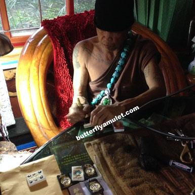 Kruba signing amulets