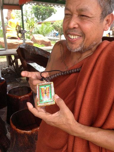 Kruba Krissana happy with his new Amulet