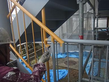 鉄骨柱の塗り替え完成。関西ペイント 高耐久シリコン