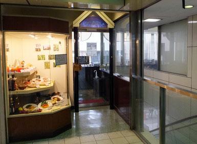 綱島駅前のビル2階で猿渡さんが2016年12月まで営業していた洋食レストラン「自由亭」