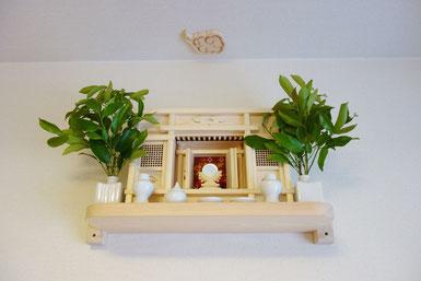 東型一社箱宮  ひのき棚板(60cmx20cm)  特上ご神鏡(小) 桧製雲形 角花榊立セトモノ(小)
