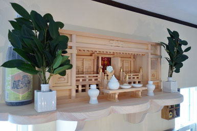 東型箱宮三社 桧製雲形棚板(90x35cm) 八足台 特上鏡(中) 角花榊立セット