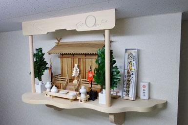 三社屋根違い ひのき棚板(75cm x 36cm) 神鏡(中)セトモノ(中) 長膳(9寸)