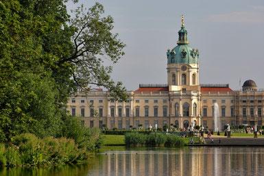 Berlin Gruppen Tagesfahrt Schloss Charlottenburg Schlossgarten KPM Porzellan