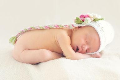 Schlafendes Baby. https://pixabay.com/de/baby-babym%C3%A4dchen-schlafendes-baby-784609/