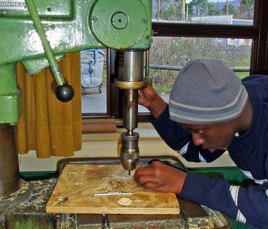 Arbeiten in der Metallwerkstatt